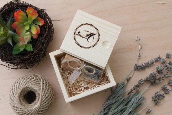 10-Pack USB Drives with Pine Boxes